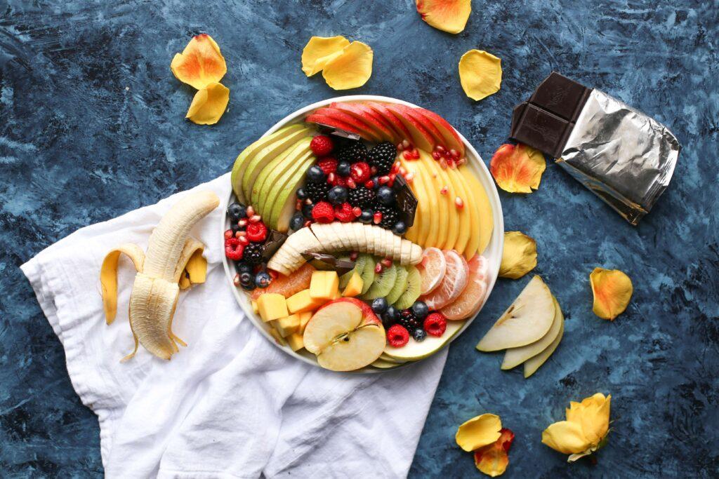 bol de frutas y chocolate