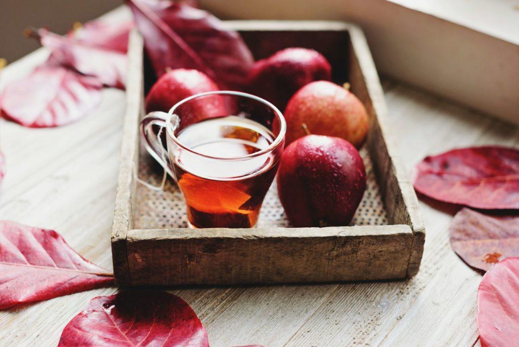 te rojo con manzanas