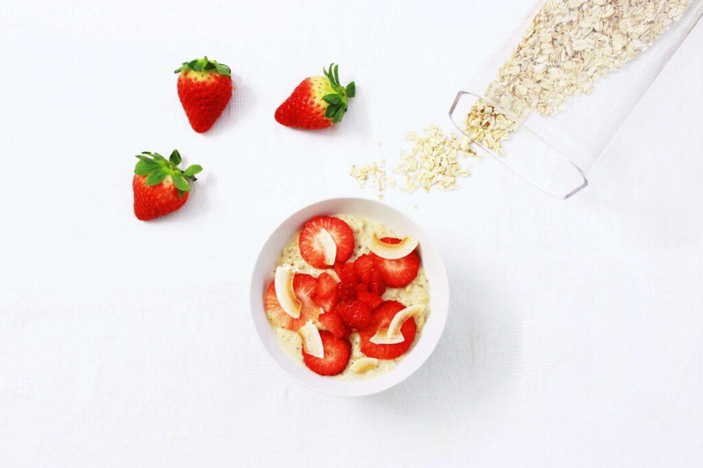 bol de avena con fresas