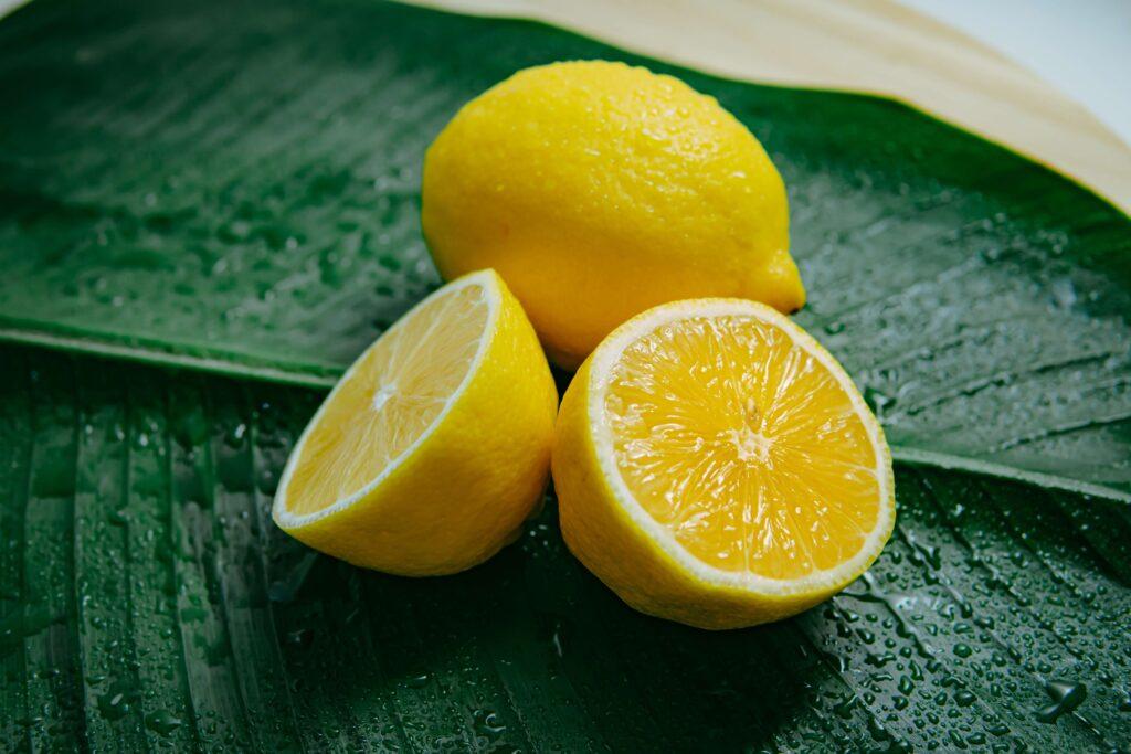 un limon cortado por la mitad